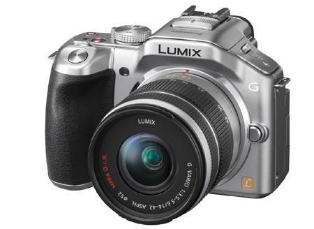 Panasonic Lumix G5 - klasický tříčtvrtinový pohled