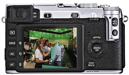 Fujifilm X-E1 - zadní stěna s displejem