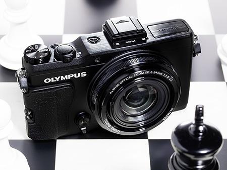 Olympus Stylus XZ-2 iHS - pohled shora