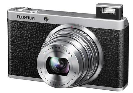 Fujifilm XF1 - s vysunutým bleskem