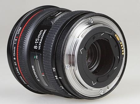 Canon EF 8–15 mm 1:4L Fisheye USM - bajonet a držák filtrů