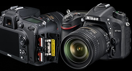 Nikon D7100: duální slot na SD karty a klasický 3/4 pohled