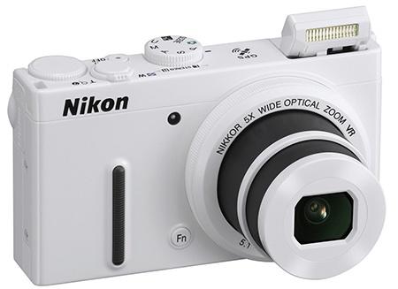 Nikon Coolpix P330 s vyklopeným bleskem