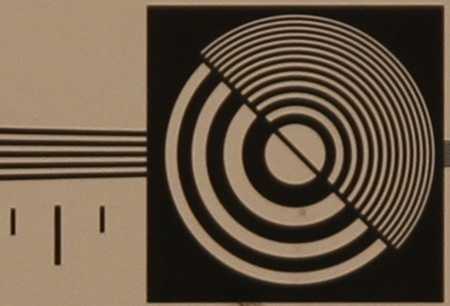 zkušební tabulka: 50 mm - clona 2,8