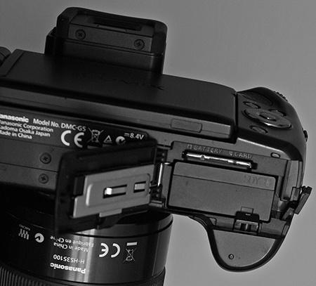 Panasonic Lumix DMC-G5: baterie, karta a hledáček nad úrovní displeje