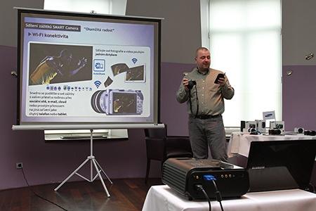 NX300: demonstrace Wi-Fi spárování s chytrým telefonem