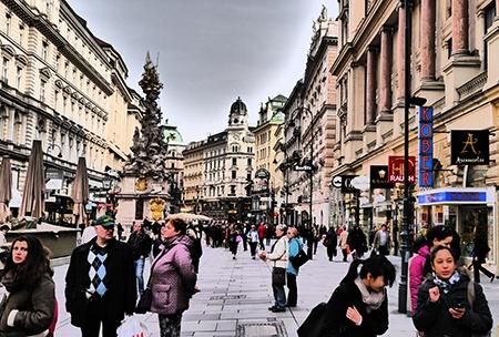 město HDRI - evokace kolorované pohlednice či autotypie