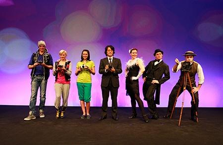 velké finále prezentační akce ve Vídni: Ichiro Kitao a další protagonisté programu s nejnovějšími přístroji Panasonic Lumix