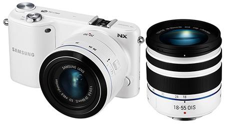 Samsung NX2000 se dvěma objektivy
