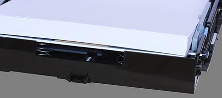 detail zásobníku - podavače