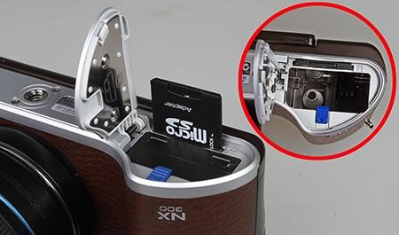 Samsung NX300 - baterie a paměťová karta