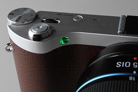 Samsung NX300 - zelená LED