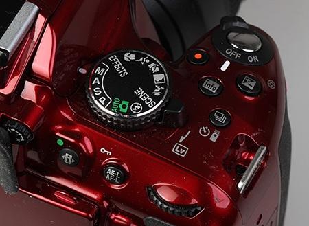 Nikon D5200 - ovladače na pravé horní části těla