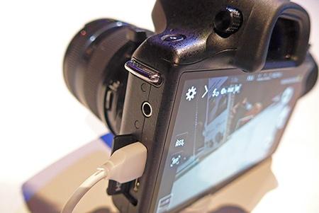 Samsung GALAXY NX - klasické konektory