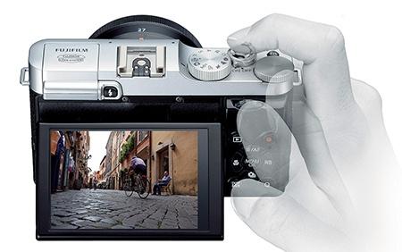 Fujifilm X-M1 v ruce