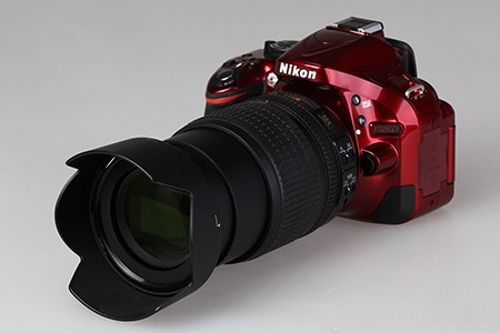 Nikon DX AF-S Nikkor 18–105 mm 1:3,5–5,6G ED VR + DSLR Nikon D5200