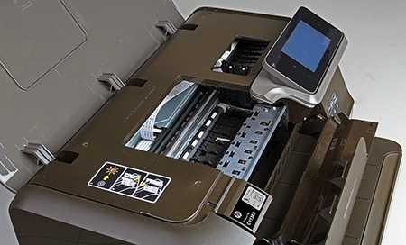 HP Officejet Pro 251dw - pohled na tiskový stroj a inkoustové kazety