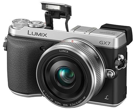 Panasonic Lumix DMC-GX7 s vyklopeným bleskem