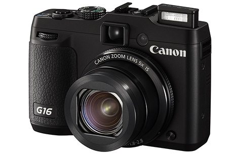 Canon PowerShot G16 s vysunutým bleskem
