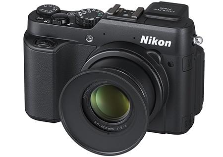 Nikon Coolpix P7800 a sluneční clona