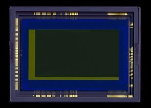 nový 35mm full-frame senzor Canon CMOS umožňující natáčet Full HD video ve tmě
