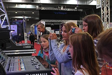 video a hudba napříč žánry zajímá návštěvníky napříč věkovými kategoriemi