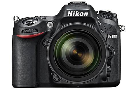 Nikon D7100 en face