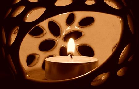 svíčka IV - sépiově hnědé podání