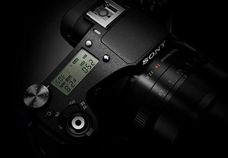 Cyber-shot RX10 - detailní pohled na pravou stranu