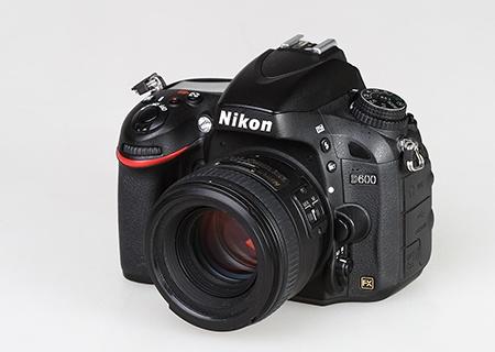 Nikon D600 s objektivem AF-S Nikkor 1,4/50G