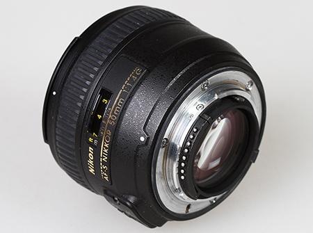 Nikon AF-S Nikkor 50 mm 1:1,4G zezadu